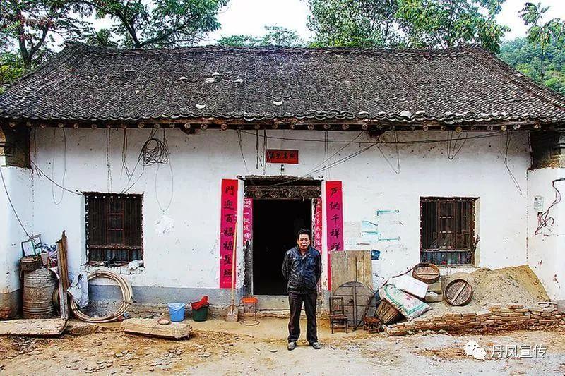 丹凤县有多少人口_商洛上百名家长彻夜排队只为抢个幼儿园名额