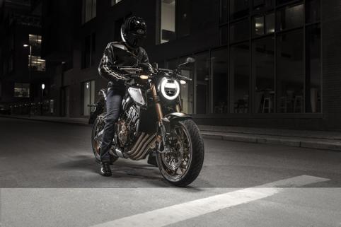 新古典主义摩托车典范2019款本田cb650r圆形大灯四...