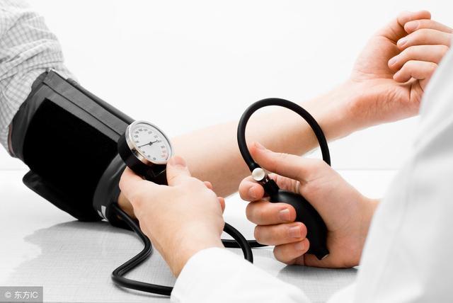 高血压患者饮食要注意什么?医生强调:少碰这四种食物,别大意了