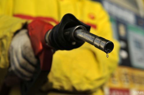 国际油价九连跌  国内成品油价会下调吗?