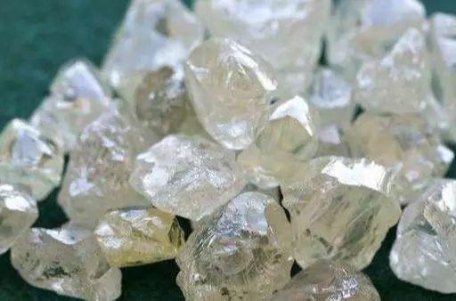 非洲人納悶了:我們的鉆石便宜又漂亮,中國游客并不喜歡買!