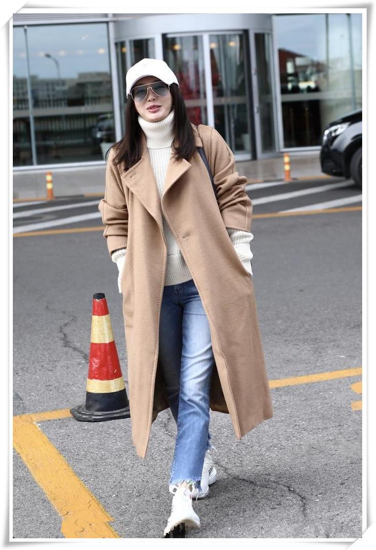 秦岚37岁,孙俪36岁,同穿驼色大衣,终于明白气质对女性的重要性