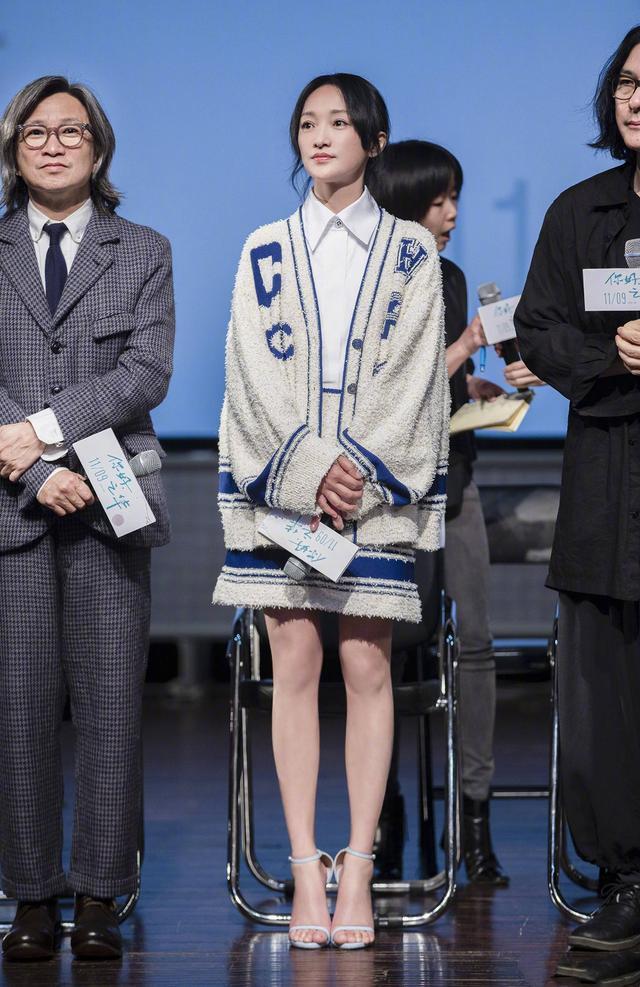 被周迅美到了,一袭中国风裙装出席活动,未修图少女感惊艳