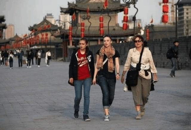 中國如今發展的越來越好,外國游客卻越來越少,你知道原因嗎?