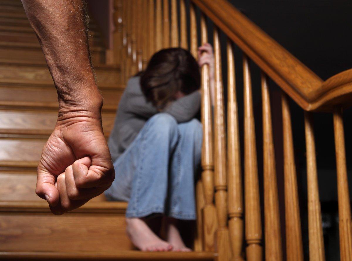 育儿:爸爸们4种最伤害孩子的行为,看看你犯了几条?