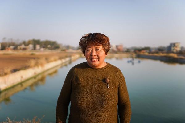 河南农妇靠养锦鲤年入千万,高调为儿子征婚:彩礼要多少给多少