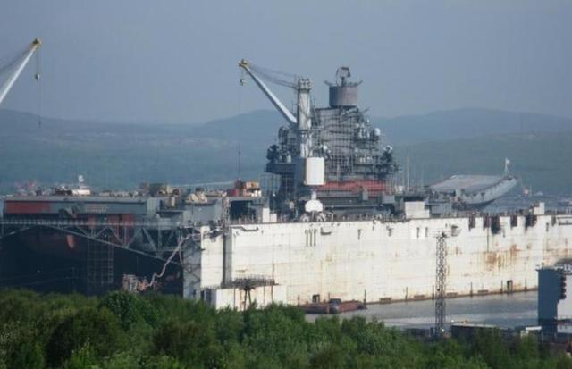 俄军航母面临两种选择,退役或前往中国修理,自己修理耗费太大