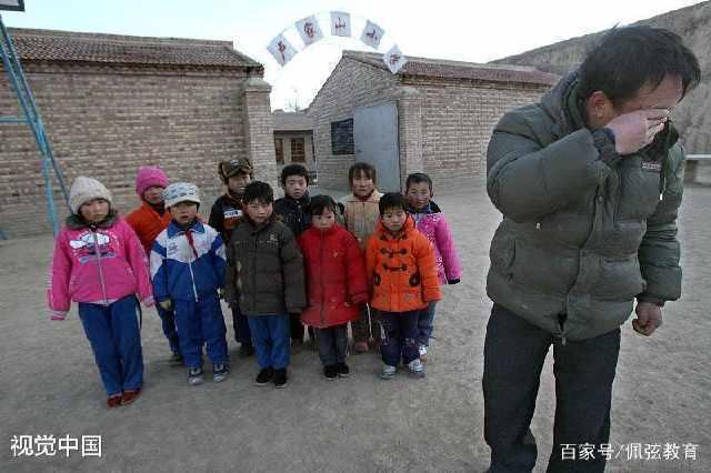 民办教师:繁重的工作,微薄的薪水,低下的地位,芳华已逝被辞退