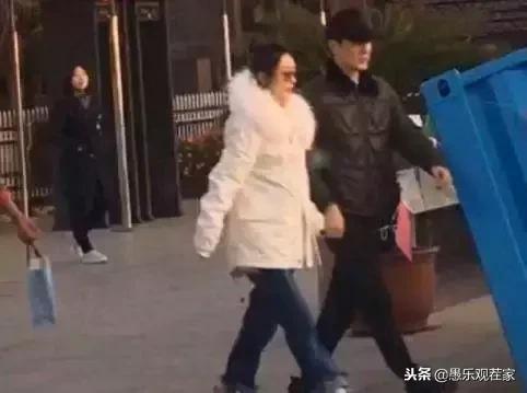 百花獎星光燦爛,馮紹峰婚後首度亮相滿面春風,看來十分幸福啊!
