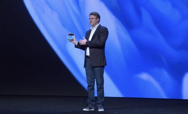 三星全球首发:可折叠式手机,3个应用程序可同时运行