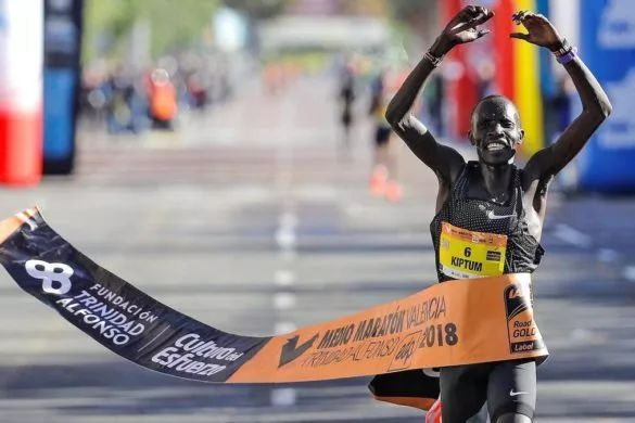 赛前练了啥?——专访男子半程马拉松世界新纪录创造者基普图姆