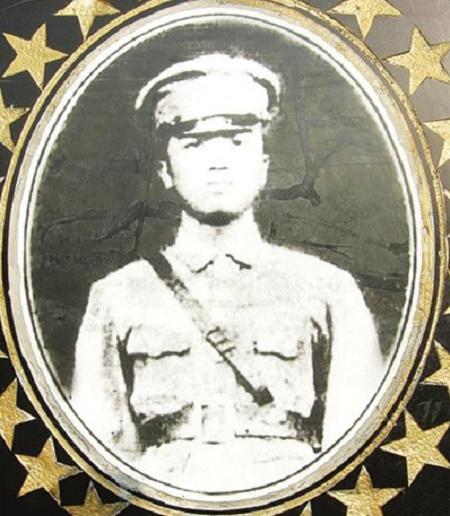 中国工农红军第十二军军长伍中豪烈士