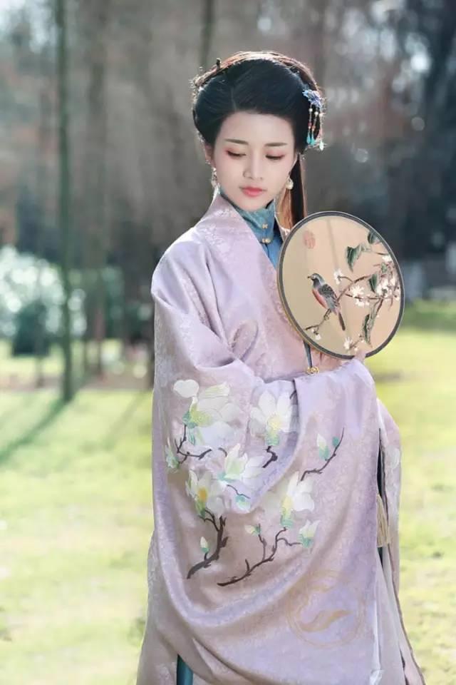 日本颜面乘骑_日本人有和服,洋人有西装,而我们中国人,则有汉服.