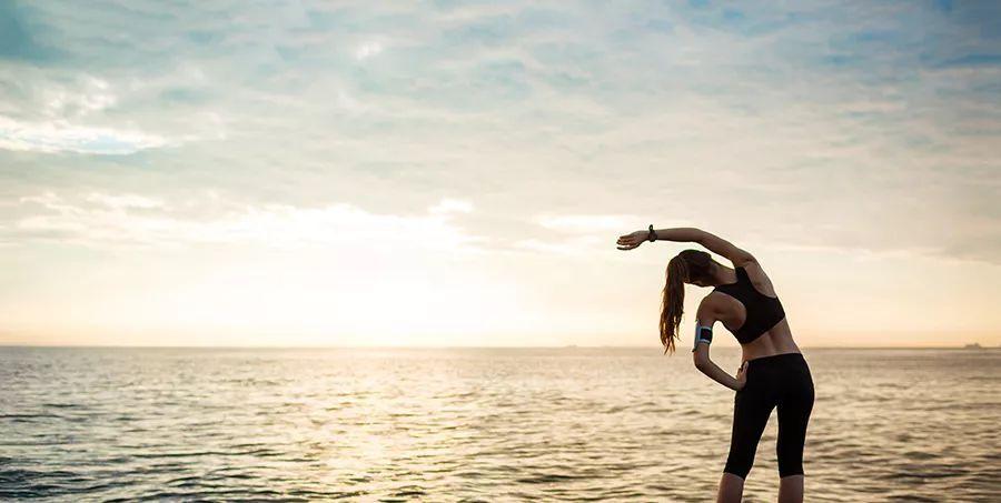 四步拉伸下半身,游泳后做套拉伸才算完整
