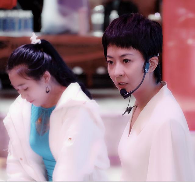 王珞丹親姐姐近照曝光,一枚妥當當的短髮女神,顏值不輸圈內女星