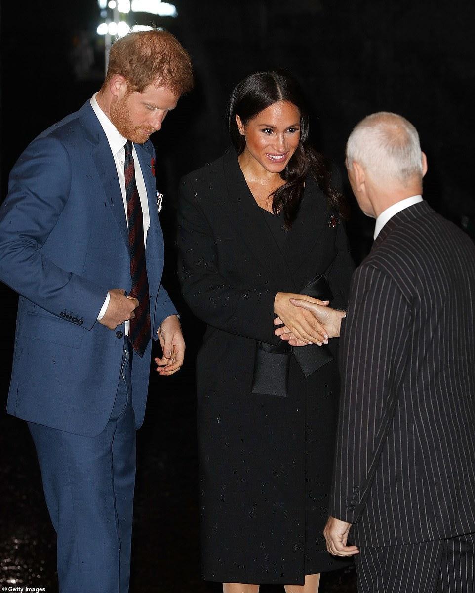 王室齊聚紀念日活動,凱特好少女梅根胖了些,卡米拉笑得最開心 時尚 第6張