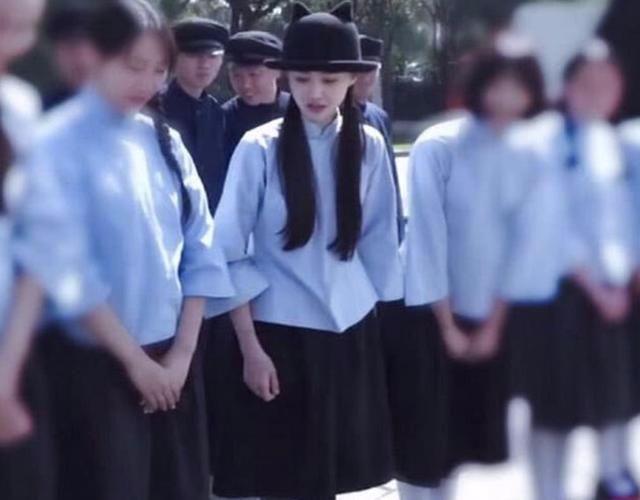 郑爽稍微打扮一下女星压力倍增网友:看到了刚出道的她_七星彩明