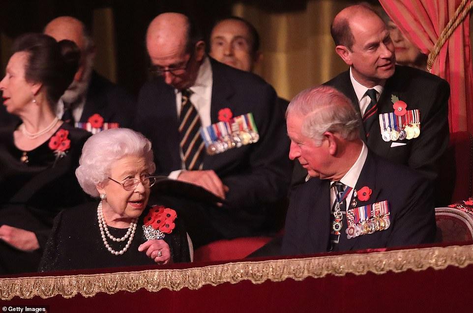 王室齊聚紀念日活動,凱特好少女梅根胖了些,卡米拉笑得最開心 時尚 第10張