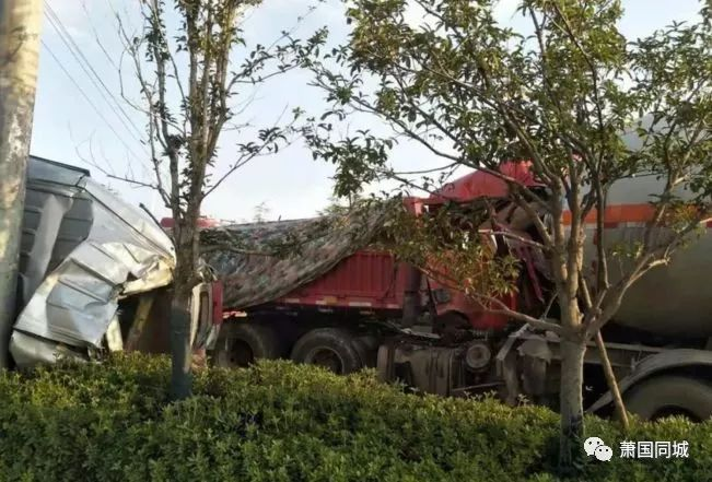 突发 萧县经济开发区路口发生三车连环相撞 事故