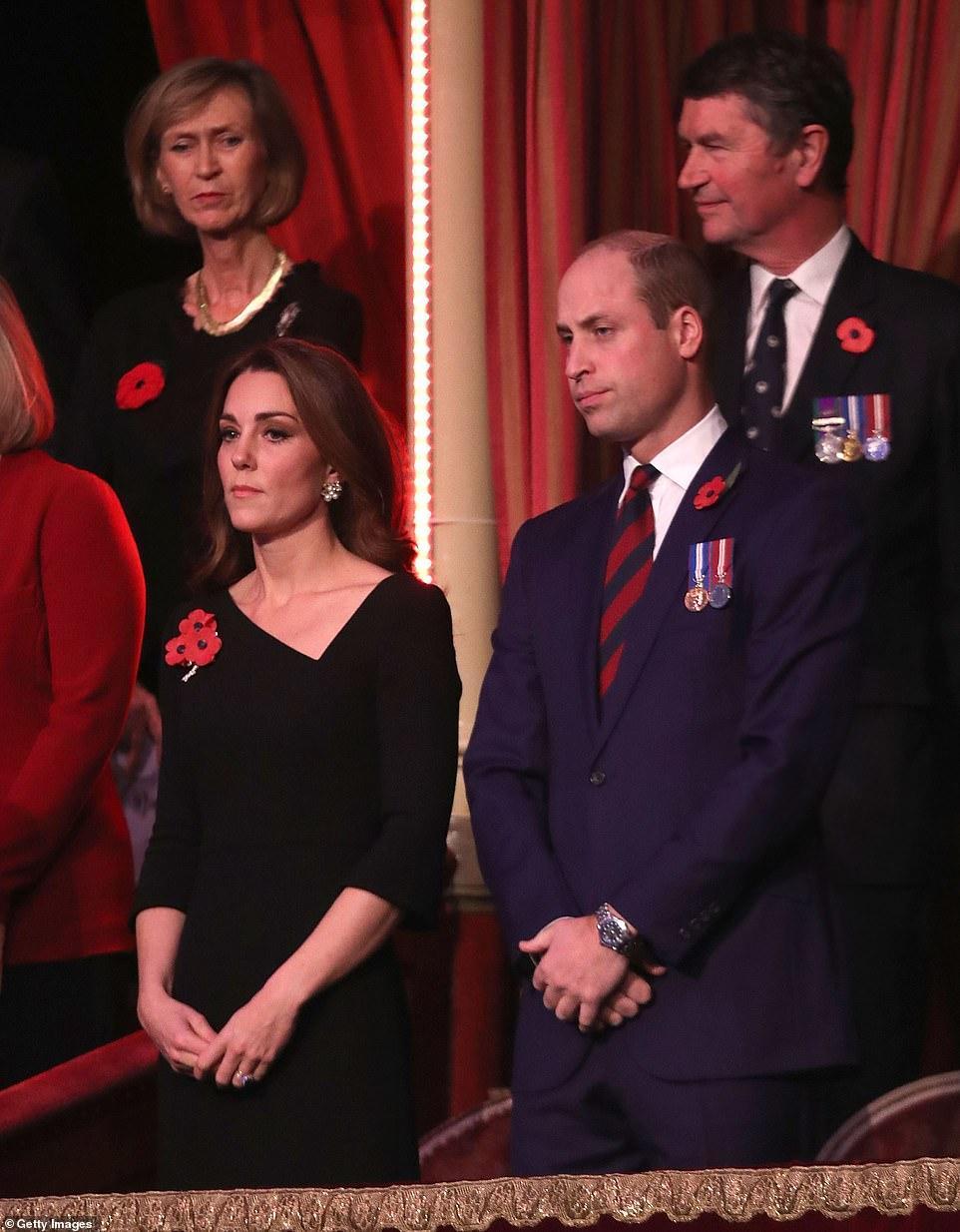 王室齊聚紀念日活動,凱特好少女梅根胖了些,卡米拉笑得最開心 時尚 第12張