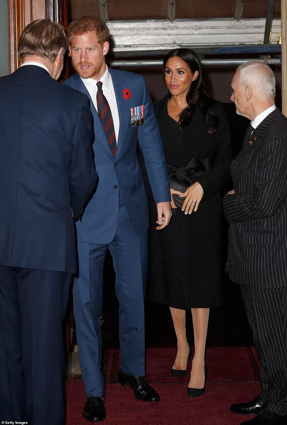 王室齊聚紀念日活動,凱特好少女梅根胖了些,卡米拉笑得最開心 時尚 第3張