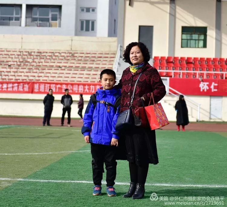 怀仁云东校园_怀仁云东体育场内精彩激烈的运动,你去看了没有.