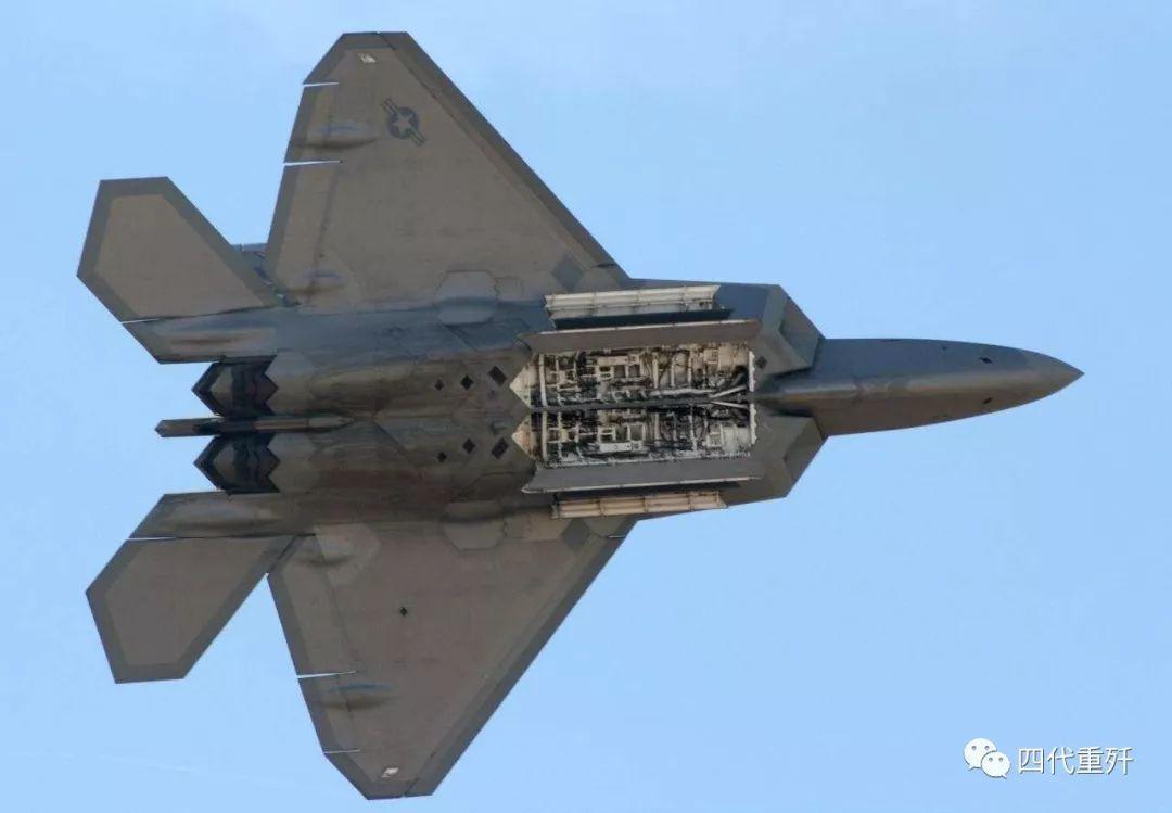 军事 正文  从网上曝光的相关图像资料来看,此次开启弹舱的歼-20内部图片