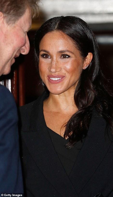 王室齊聚紀念日活動,凱特好少女梅根胖了些,卡米拉笑得最開心 時尚 第13張