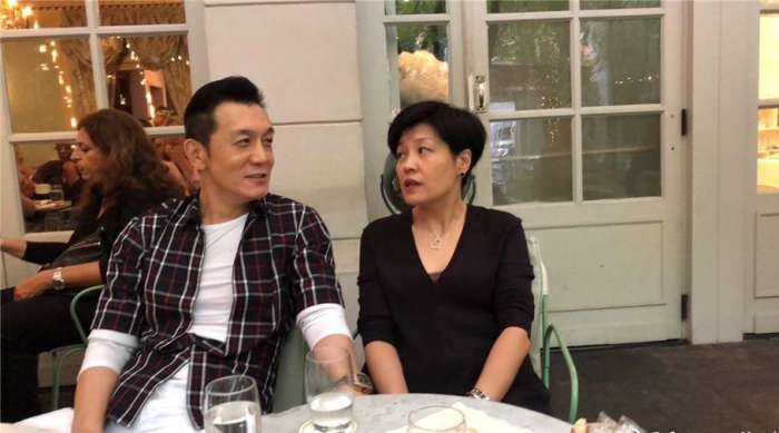 这对夫妻和李咏夫妇即是同窗好友又是竞争对手今帮哈文渡难关_七