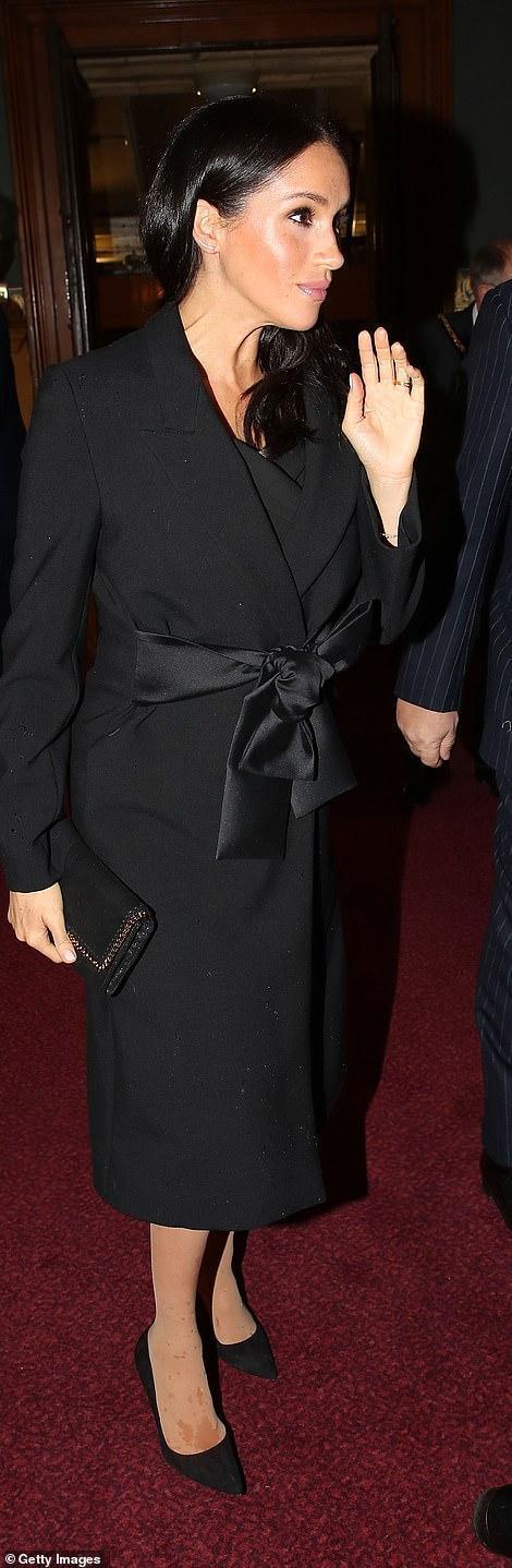 王室齊聚紀念日活動,凱特好少女梅根胖了些,卡米拉笑得最開心 時尚 第7張