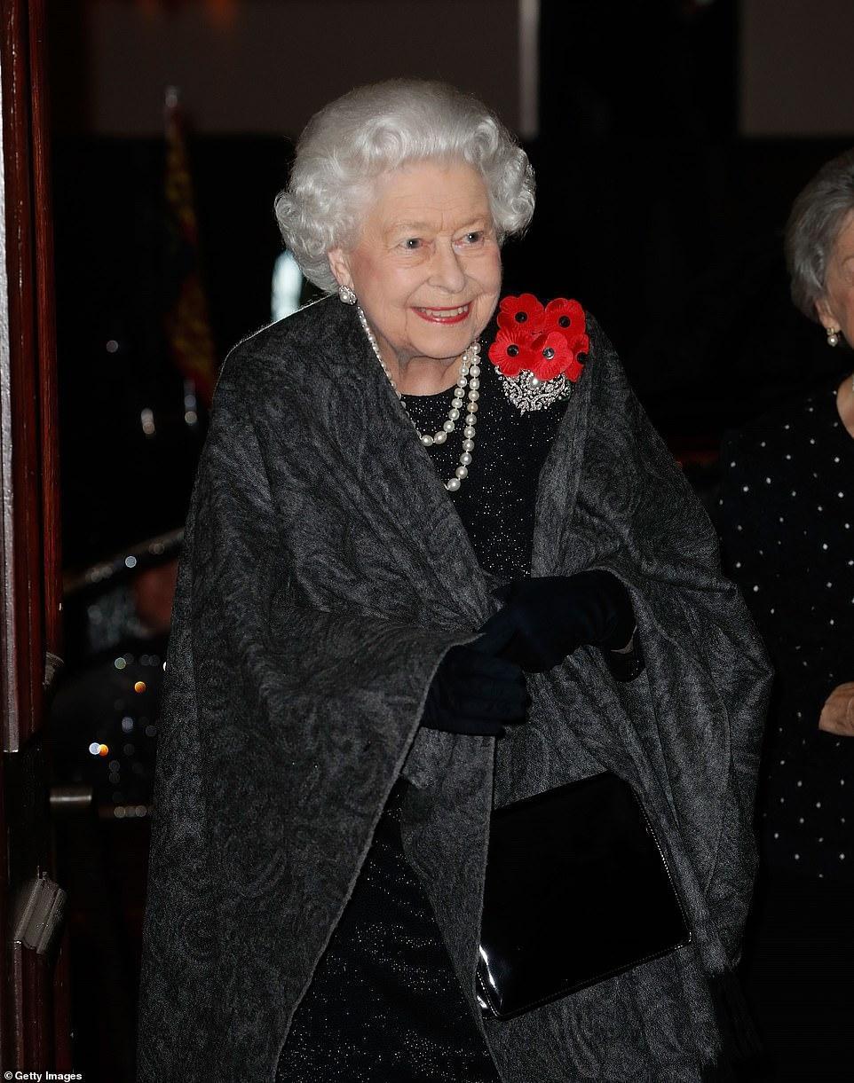 王室齊聚紀念日活動,凱特好少女梅根胖了些,卡米拉笑得最開心 時尚 第5張