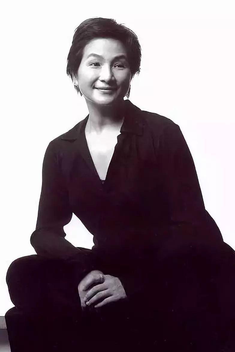 懟成龍太風流,直言張柏芝不敬業,鄧文迪算啥,她才是傳奇!