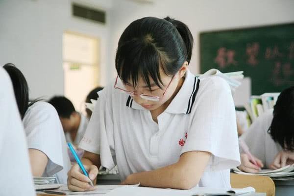 高中班主任劝导:高中生最不能有的2个坏习惯,不然很难考上大学