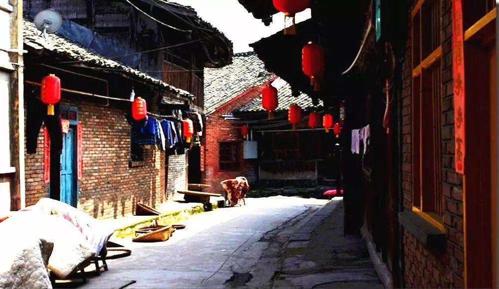 这座古老的千年古镇 一半繁华一半静谧
