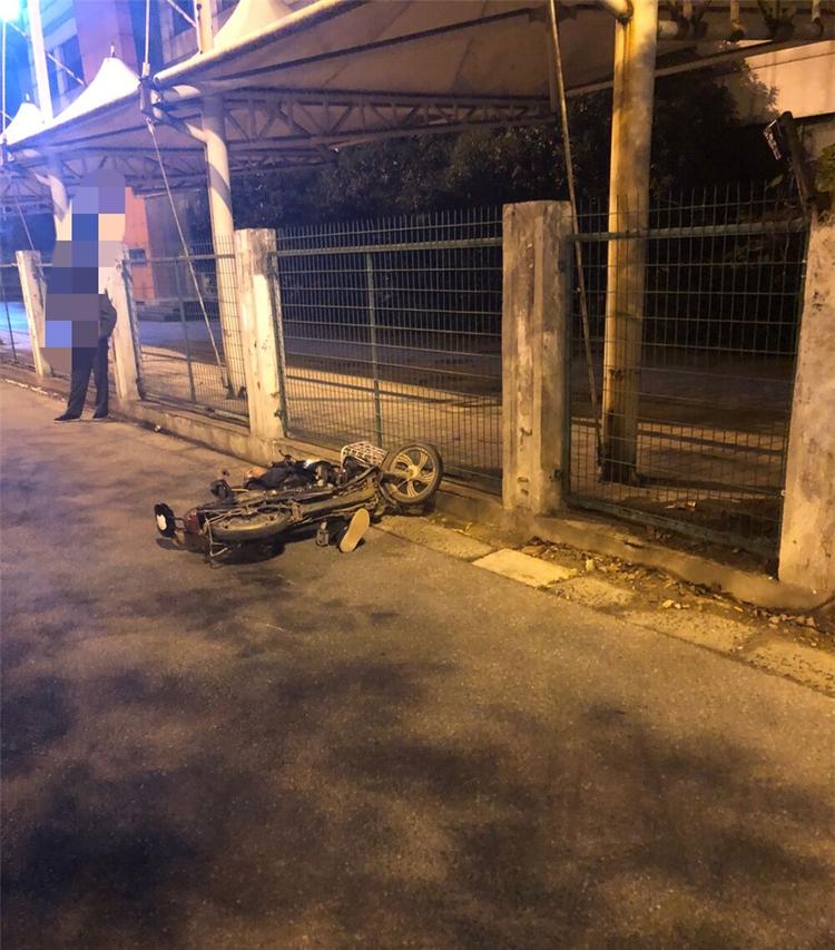 骑车醉汉倒苏州工业园区东兴路街头 警民救助却遭拳脚