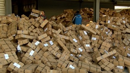 博士快递小哥8年送80万包裹,却遭老师嘲讽到底该怎么看?