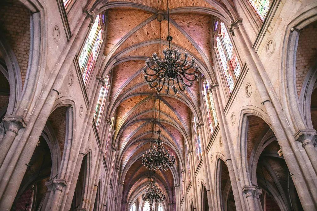 旅游 正文  它几乎具有 哥特式教堂的所有构图元素,既有早期建筑风格图片