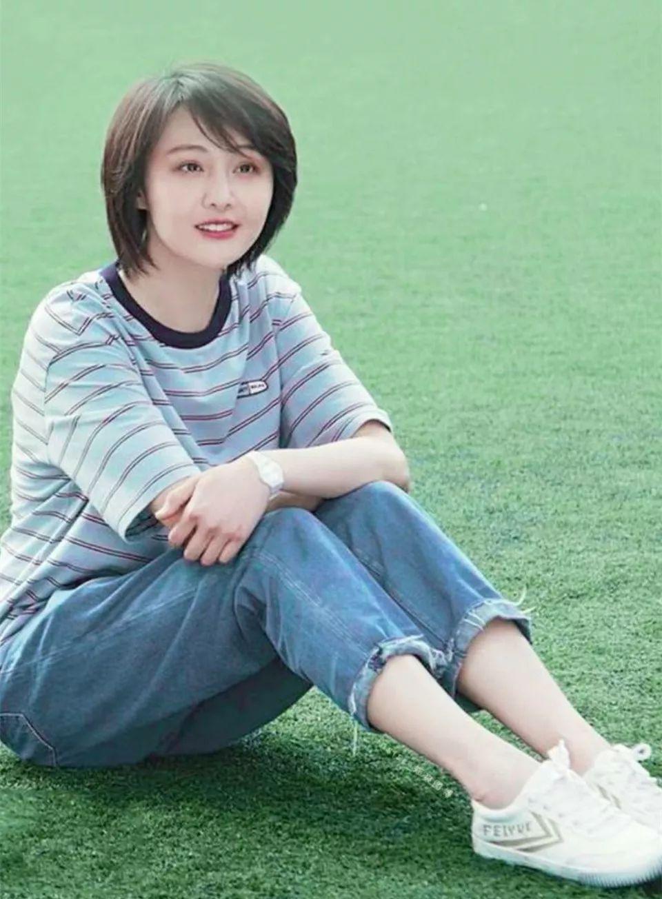 """郑爽带替身与男友""""三人约会""""?网友:不会拉错手吗?"""