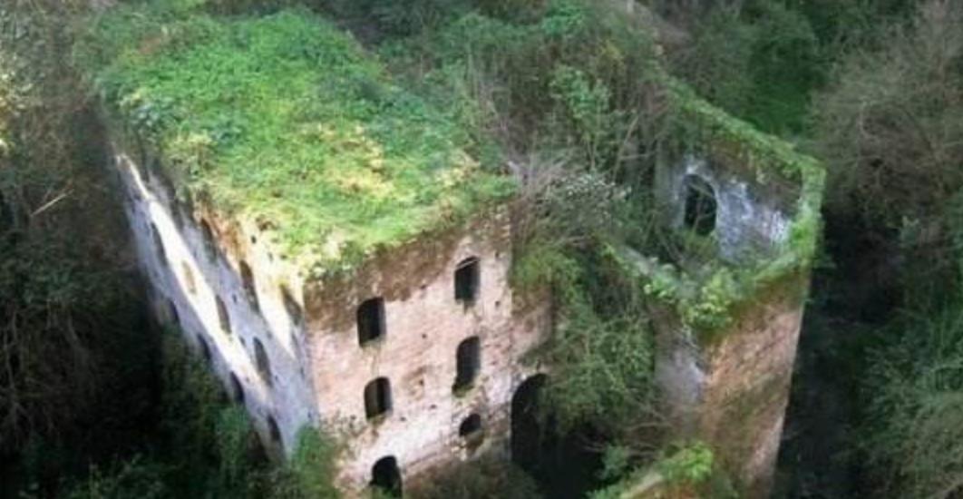 """这里曾是意大利最值得去的小镇,如今却成为全球最诡异的""""鬼城"""""""