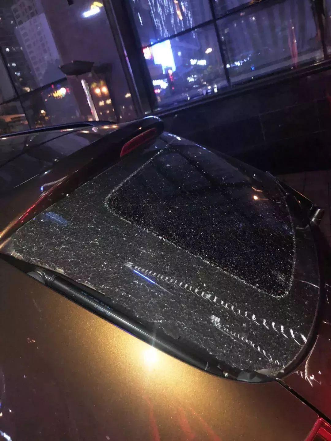 痛心!武汉一小区高层窗沿脱落,60岁男子被砸身亡!这些隐患不容忽视!