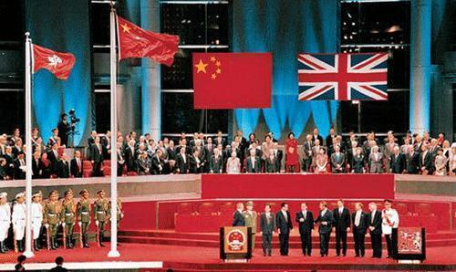 英��不想�w�香港,探口�L的人迂回�M攻�s被�小平一句�回�贿^去