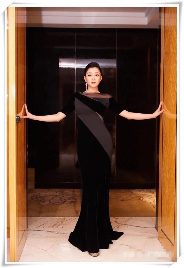"""39岁殷桃简直时尚爆了,""""黑天鹅""""造型尽显女神气质,太美了!"""
