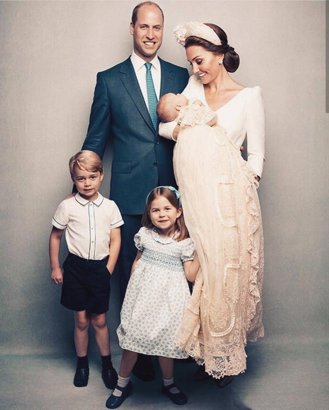 英王室晒全家福,路易王子成焦点,凯特低调,卡米拉梅根白裙抢镜