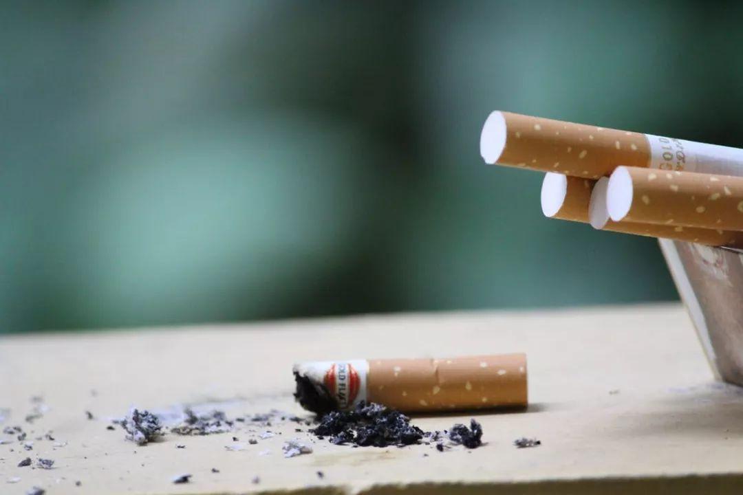 不降反升!我国十年间青少年吸烟率增幅50%,未来令人堪忧!