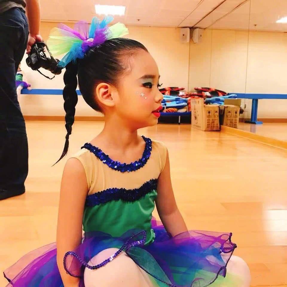 小s大女兒和許老三舞蹈比賽都拿第一,小s自豪地誇自己太會生了