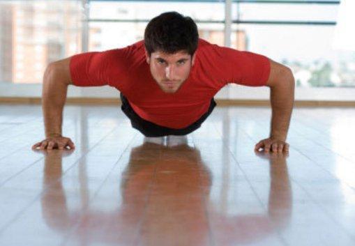 绿瘦健身:俯卧撑练胸肌是骗局吗?做俯卧撑有什么好处?