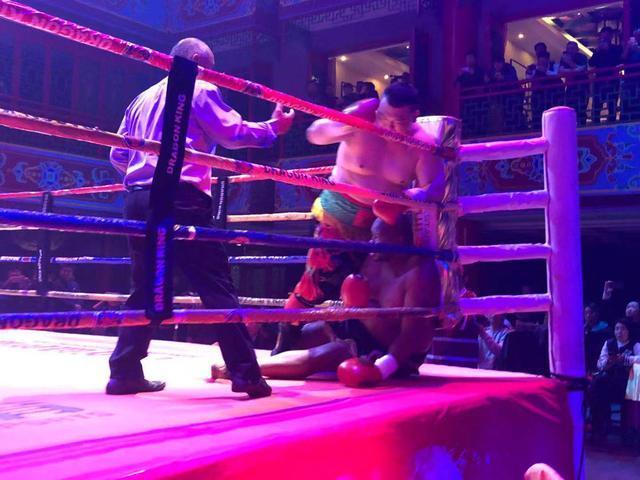 张君龙闪电KO非洲巨人,20战20胜20次KO无愧欧美最瞩目