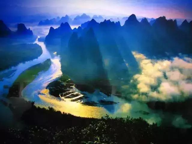 峰林,孤峰,星罗棋布却也疏密有致.图片