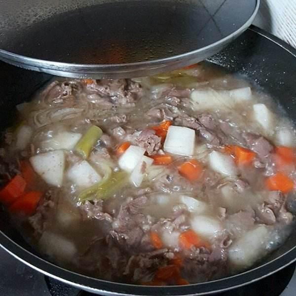 冬天吃羊肉开胃、补血效果好,可1种错误吃法,把美味变成致癌物
