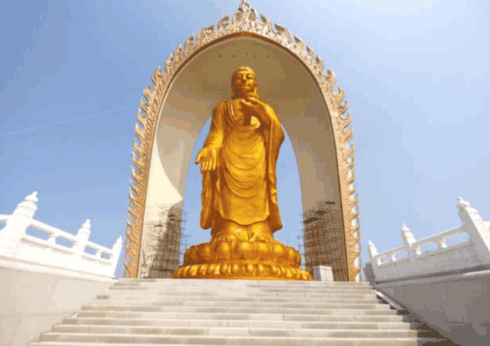 """中国最""""良心""""大佛, 耗资10亿镀了50千克黄金建成, 却对全世界人免费"""